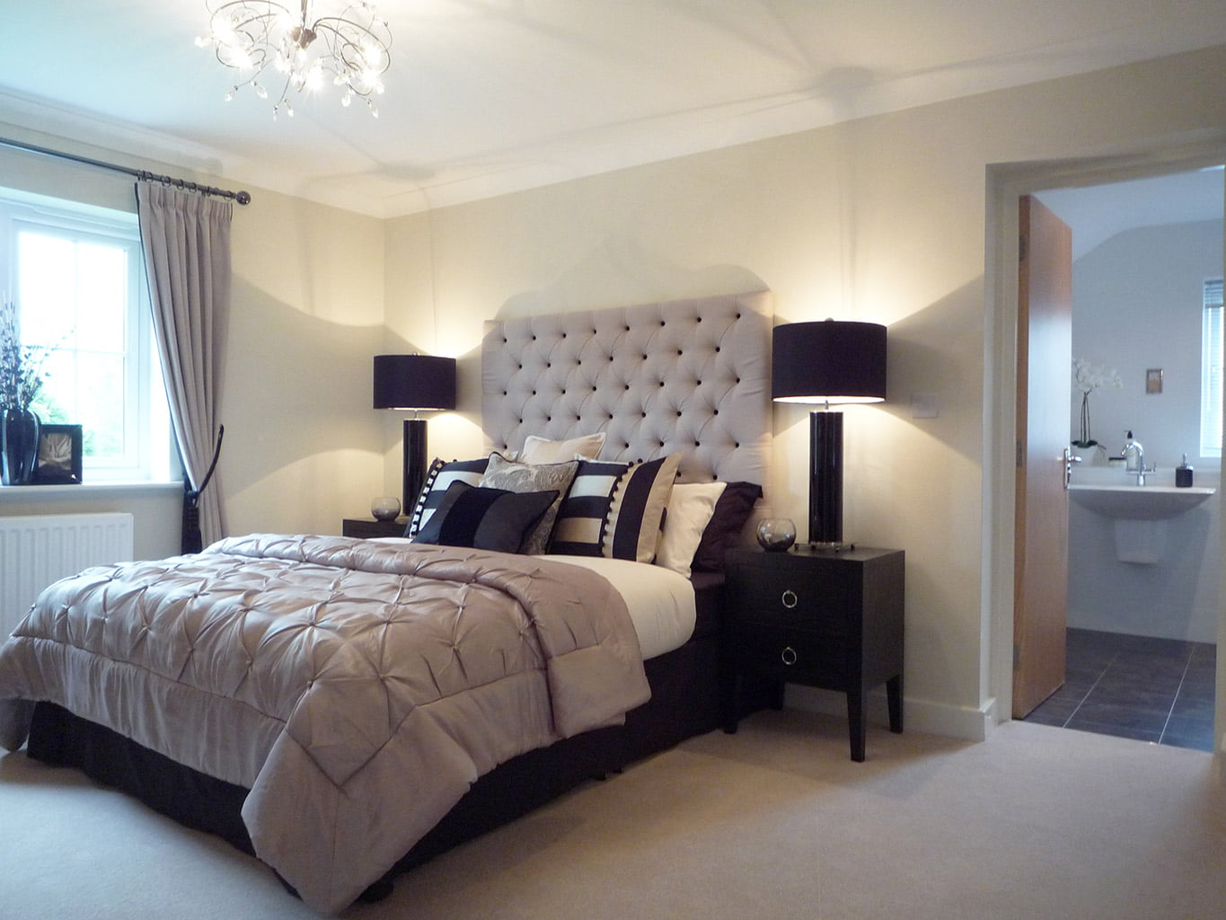 Mouldsworth bedroom, en suite