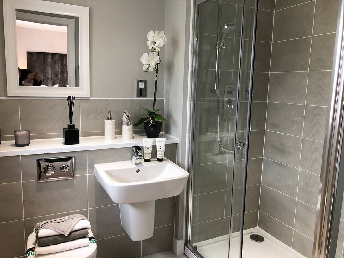 Denholme en suite shower